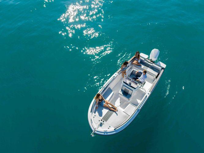 photo de bateau sur l'eau